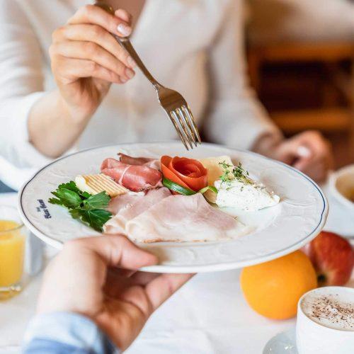 Frühstücken In Der Blauen Gams Ettal